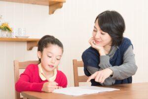 親が子どもに勉強指導